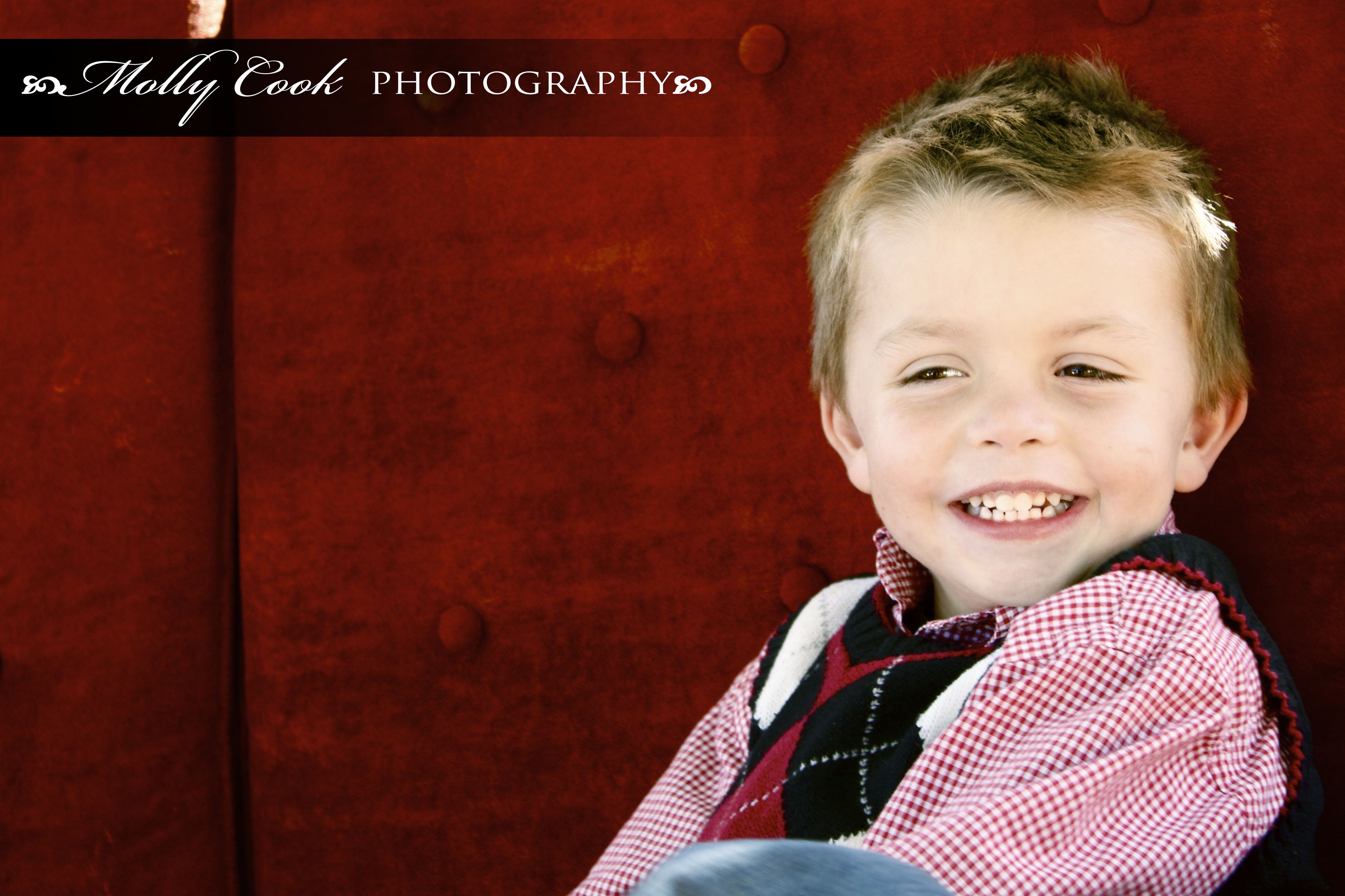 Red Couch Holiday Mini Sessions